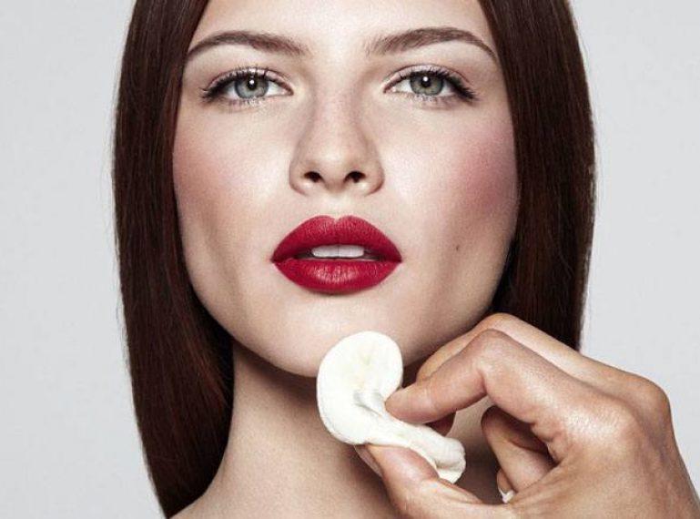 Wir decken die Hautporen ab. Und wir wählen die besten Kosmetikprodukte.