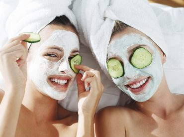 Hallo Mädchen! Die Masken sind ein Hauptelement meiner Hautpflege. Ich trage sie sowohl auf die Gesichts- und Körperhaut sowie auf die Haare auf. Welche Masken verwende ich am häufigsten und wie trage ich sie auf? In diesem Beitrag findet ihr alle notwendigen Informationen. Ich lade Euch herzlich ein! Warum müssen wir eigentlich die Masken verwenden? […]