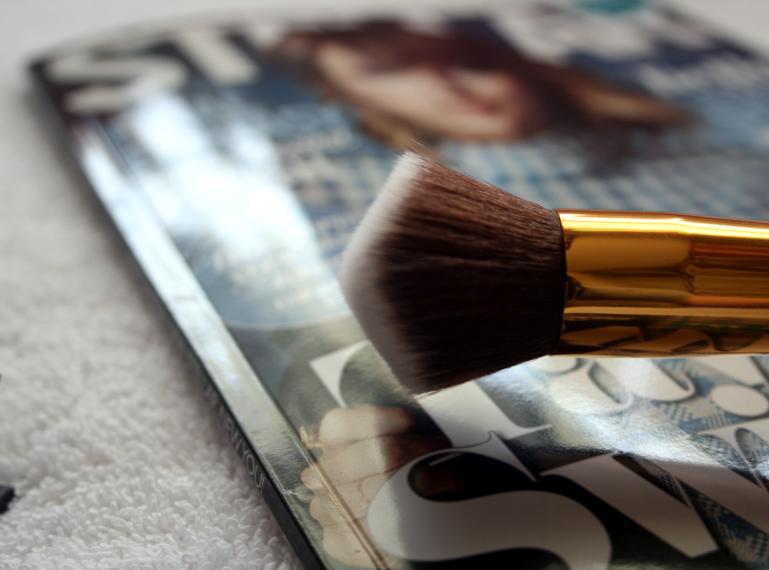 Ohne diese Tools gibt es keine Schminke und keine Hautpflege. Notwendige kosmetische Gadgets