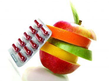 """Hallo! Vitamin A ist auch unter dem Namen ,,Vitamin der Jugend"""" bekennt. Es wird häufig in der Kosmetik und den kosmetischen Eingriffen verwendet, denn es bewährt sich in der Pflege jedes Hauttyps. Vielleicht solltest du es auch ausprobieren? Wie wirkt das Vitamin A auf die Haut? Das Vitamin A regt die Hautzellen zur Kollagenproduktion an. […]"""