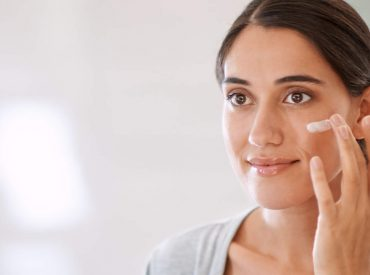Hallo! Verfärbungen, geplatzte Äderchen, Augenringe, Falten, Narben sind ein Problem vieler Frauen. Gibt es irgendwelche Methoden, dank denen deine Haut wieder schön und jung wird? Natürlich! Lies, was du tun solltest, um eine perfekte Haut zu bekommen! Vorbeugen ist besser als Heilen Sorge für die Haut schon im Sommer, um Besuche in einer Praxis für […]