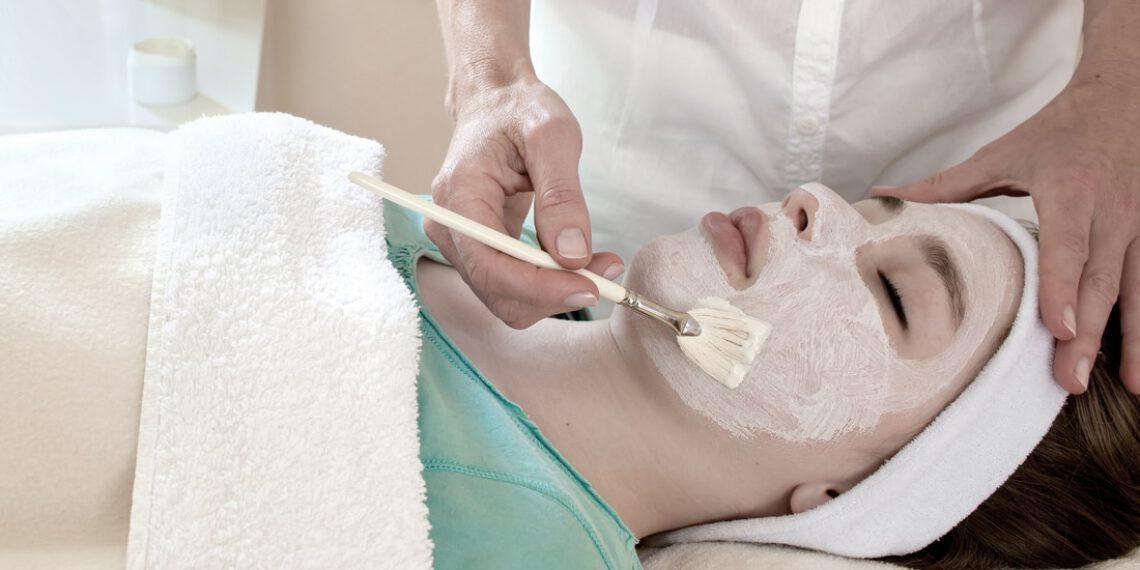 Wie solltest du für den Teint sorgen? Herbst-Eingriffe für die Haut: chemische Peelings mit AHA-, BHA- und PHA-Säuren