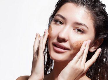 Hallo Mädchen! Heute erzähle ich euch von einem unscheinbaren Produkt. Ich denke hier natürlich an das Peeling – das ist ein Kosmetikprodukt, das wir zu Hause oder im Kosmetikstudio ziemlich häufig verwenden. Es ist für viele von euch die nächste Etappe der Hautpflege, aber wir sollten ihm sowieso mehr Zeit widmen. Prüft also, wie ein […]