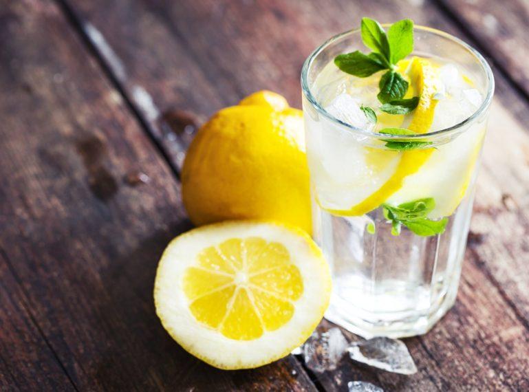 Wasser mit Zitrone – meine natürliche Methode der Hautpflege!